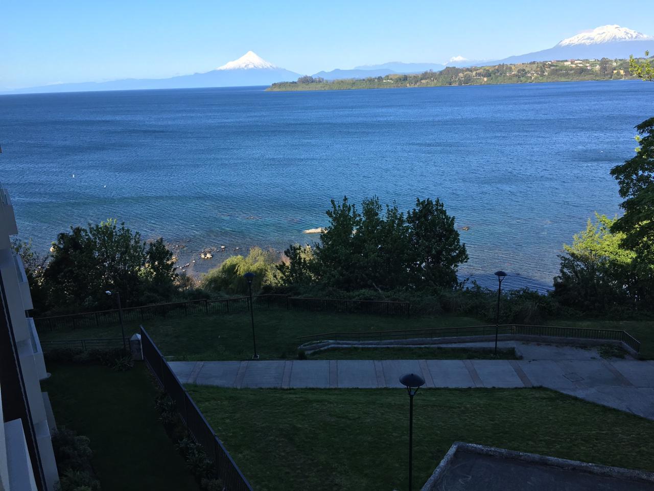 Se Vende lindo departamento, con vista parcial al Lago y Volcanes, Edificio Península Park.